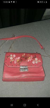Mała czerwona torebka na łańcuszku  SINSAY