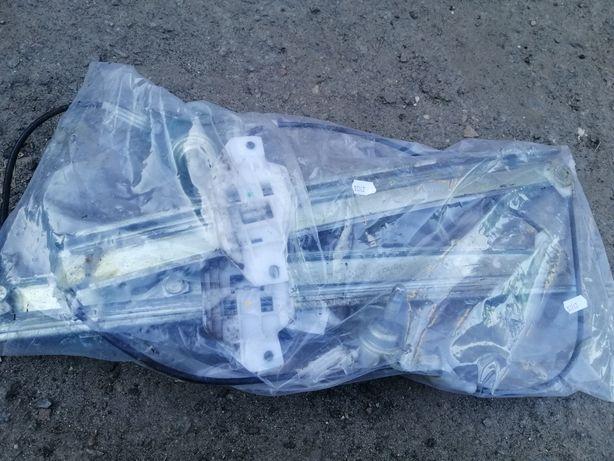 Продам 2 передних стекло подъёмника ланос