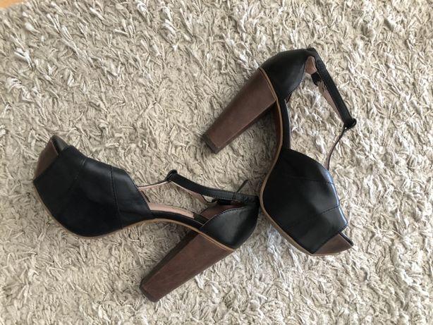 Sandalias estilo Jeffrey Campbell
