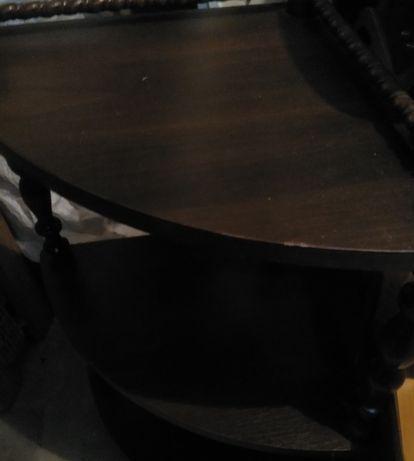 stolik ława i poł okrągły na kółkach i krzesła.