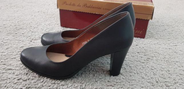 Buty na obcasie, czarne, skórzane r. 39 mniejsze 40.