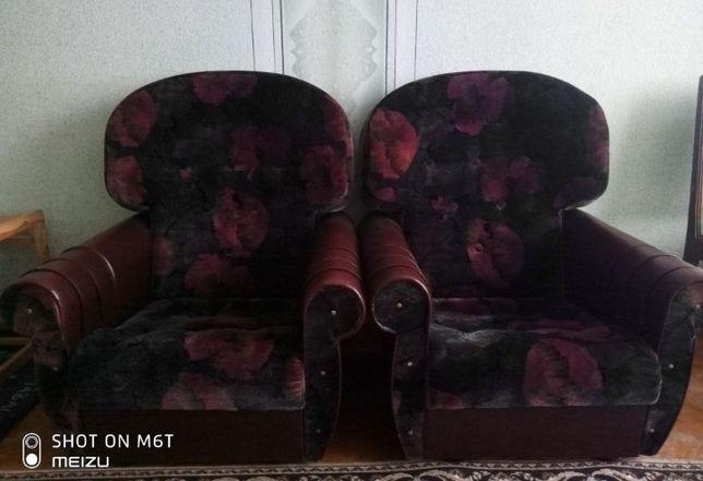 Терміново продам 2 м'які крісла (не розкладні)