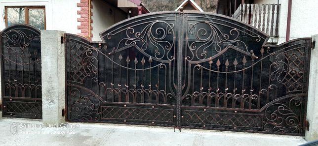 Ковані ворота хфіртки , балкони .