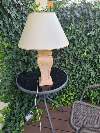 Lampa stojąca z kloszem