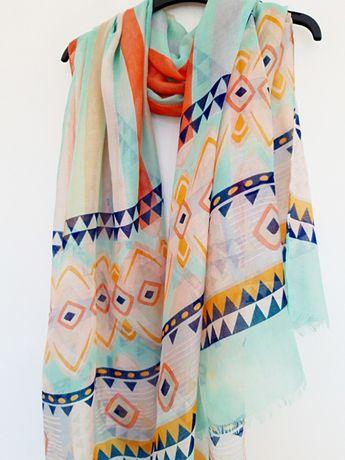 piękny szal w pastelowych kolorach
