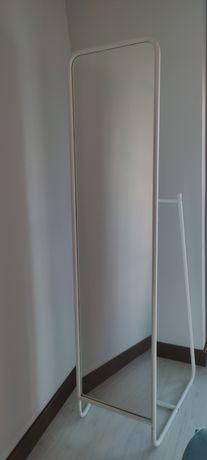 Espelho de pé KNAPPER da IKEA