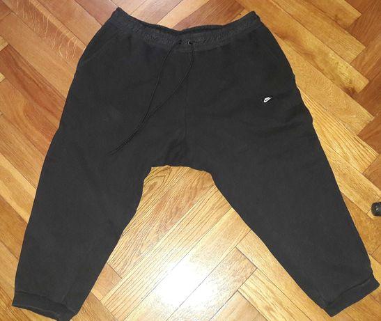 Czarne spodenki za kolano Nike XL