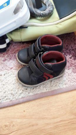 Sprzedam buty dla chłopczyka rozmiary 21