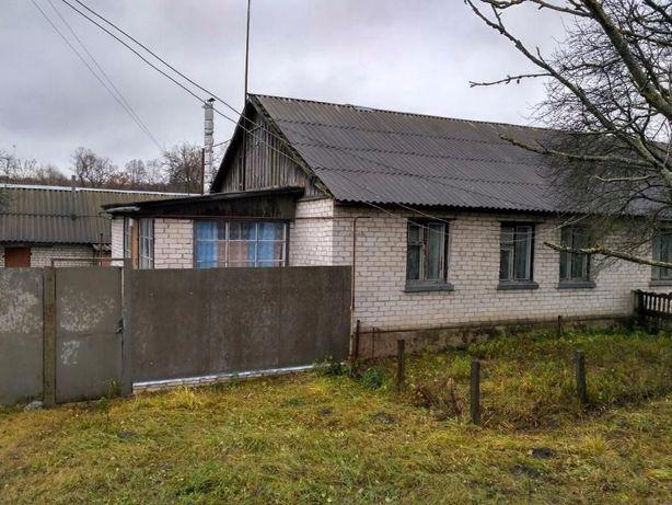 Продается дом (3-х комнатный), земельный участок пгт Ямполь