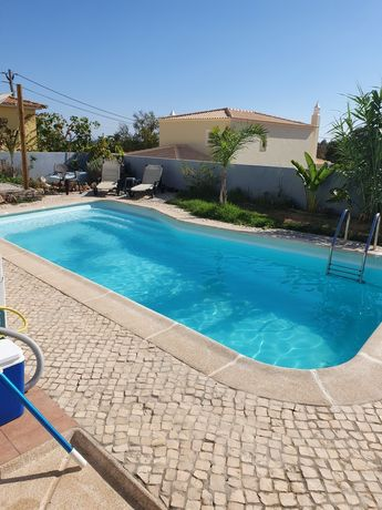 Vivenda V4 com piscina privada em Carvoeiro até fins de Maio