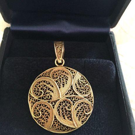 Pendente circular filigrana Portuguesa prata com banho de ouro