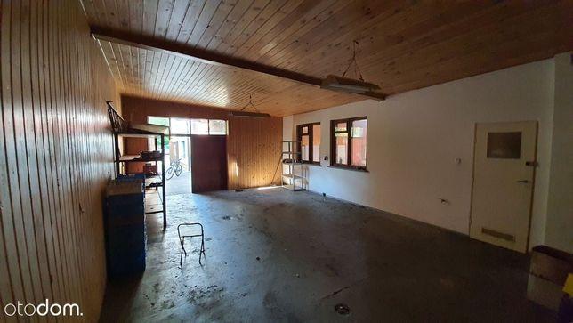 Dwie połączone hale: 130 m2