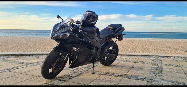 Moto YAMAHA R1 1000CC