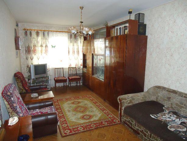 Сдам 2-комнатную с раздельными ходами. Рядом центр города.