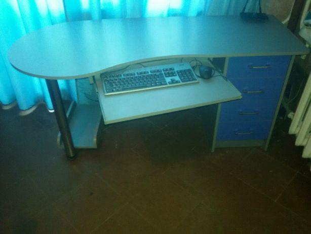 Продам стол компьютерный офисный