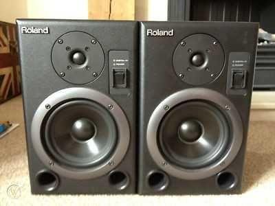 """Monitores de Estúdio 5"""" Roland"""