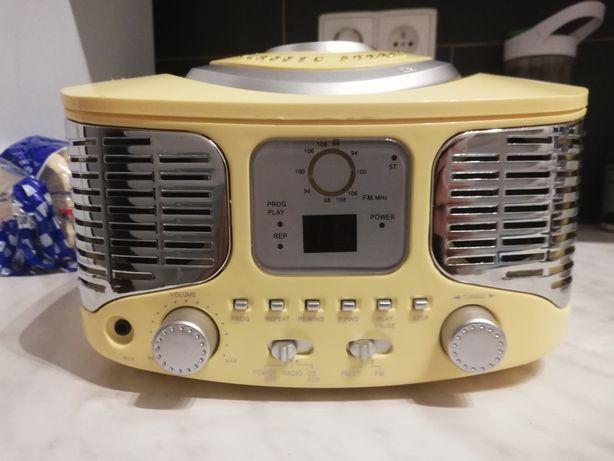 Radio FM i odtwarzacz CD w stylu retro