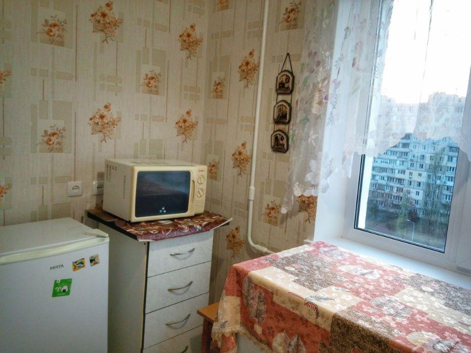 Посуточно квартира на Оболони возле метро Минская напротив Dream Town-1