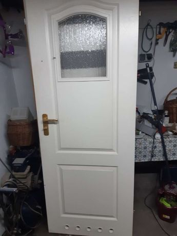 Skrzydło drzwi wewnętrznych łazienkowe i rzemiosło stolarskie - klamka