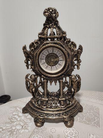Relógio antigo em metal