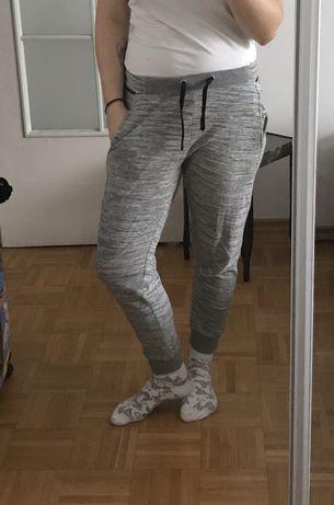 Spodnie dresowe cropp