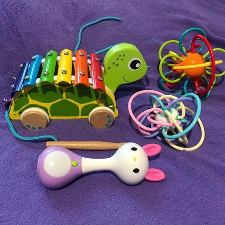 Развивающие игрушки ,деревяные,музыкальные.