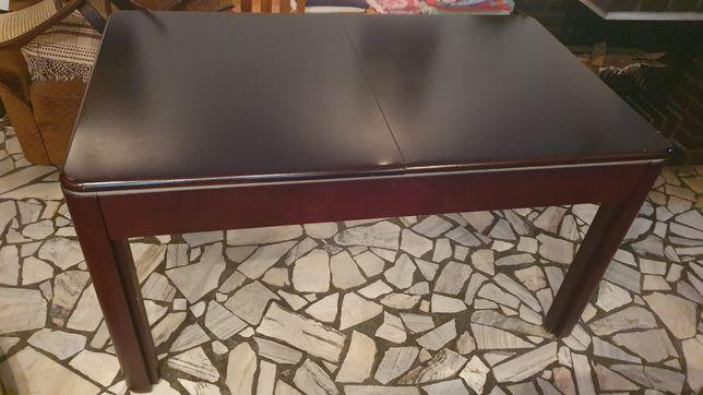 Masywny duży stół