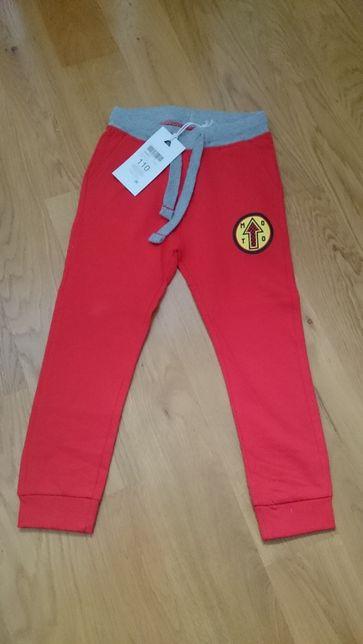 5 10 15 spodnie dresowe kolor czerwony rozmiar 110
