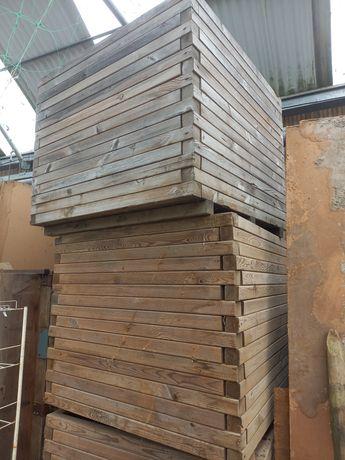 Venda de vasos em madeira tratada