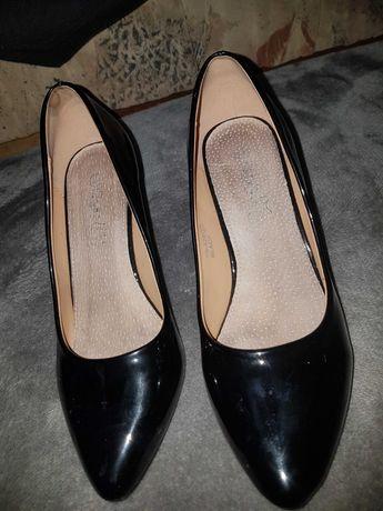 Buty na obcasie czarne