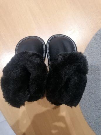 Sprzedam super buty zimowe dla dziewczynki.