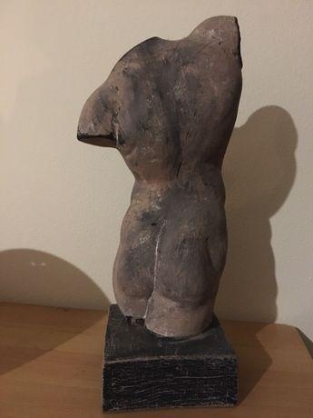 Estátua masculina