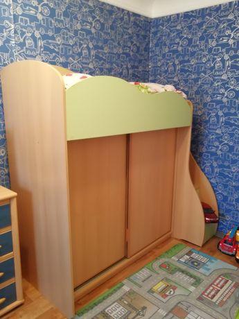 Кровать - чердак с очень вместмтельным шкафом, кровать, шкаф