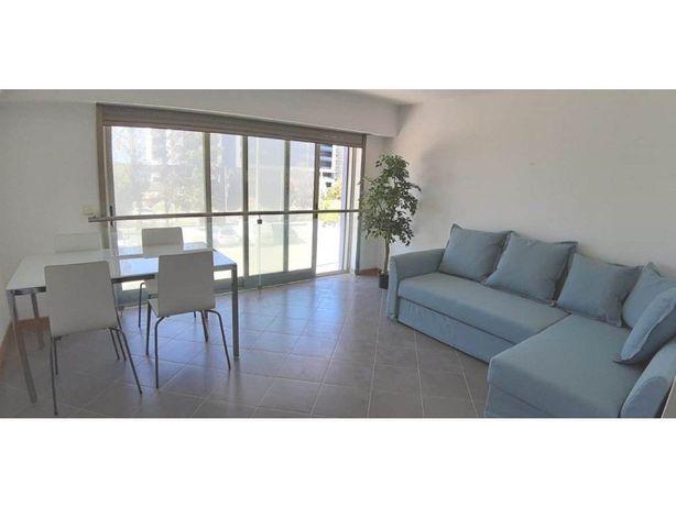 Apartamento T2 em Condomínio Privado com Piscina em Portimão