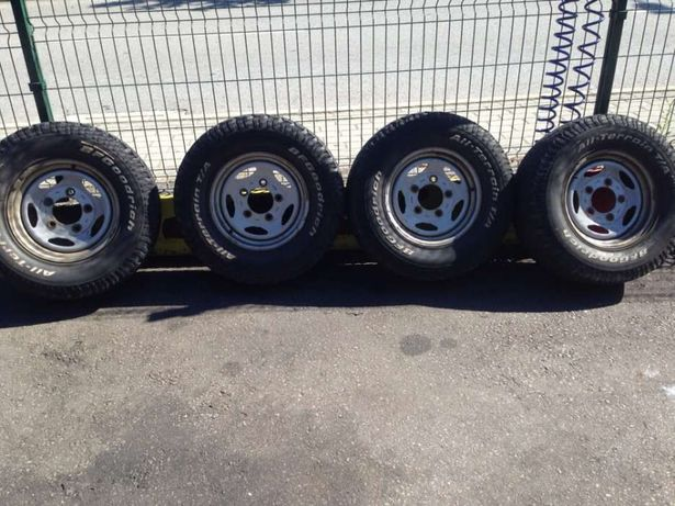 Conjunto 5 jantes e pneus land rover