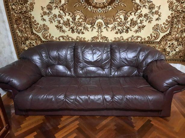 Кожаный диван ..