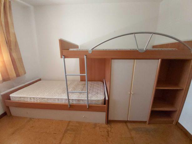 Mobília de quarto (beliche 3 camas, secretária e móvel com gavetas)