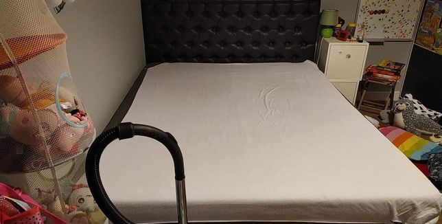 Łóżko małżeńskie z materacem