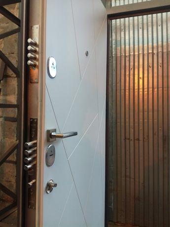Входные металлические двери . Бронедвери . Ремонт . Изготовление .
