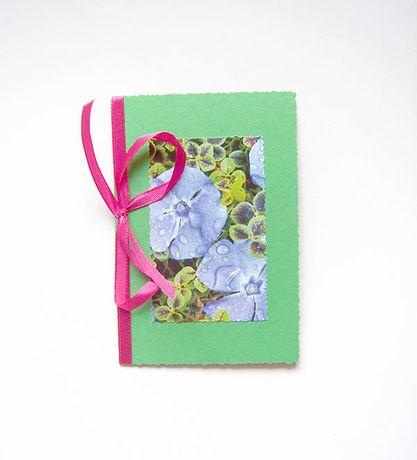 ładna kartka wiosenna, zielona kartka okolicznościowa, kwiaty kartka