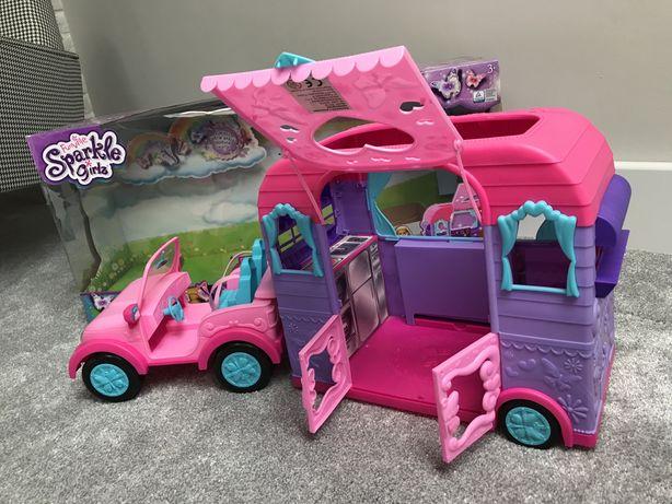 Samochód dla lalek z przyczepą kempingową (pudełko)