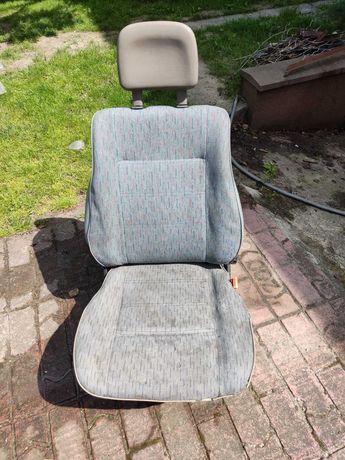 Fotele samochodowe oddam