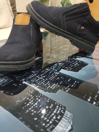 Продам осенние ботинки на мальчика 34-36 размер.
