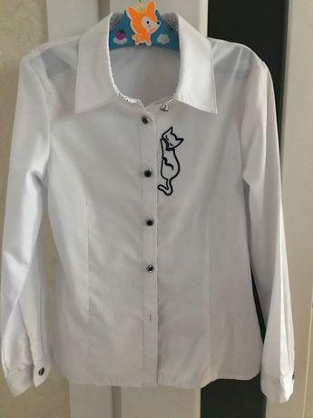 Рубашка белая с вышитым котиком,на девочку,для школы,рост116-120 100гр