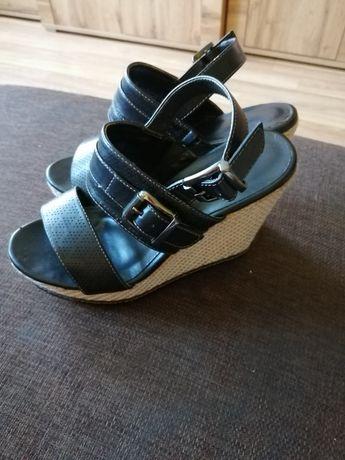 Sprzedam sandały na koturnie +gratis