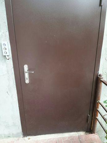 Двери входные, бронированые, подъездные металлические, решетки на окна