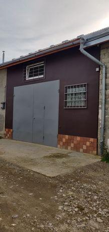 Житловий цегляний гараж