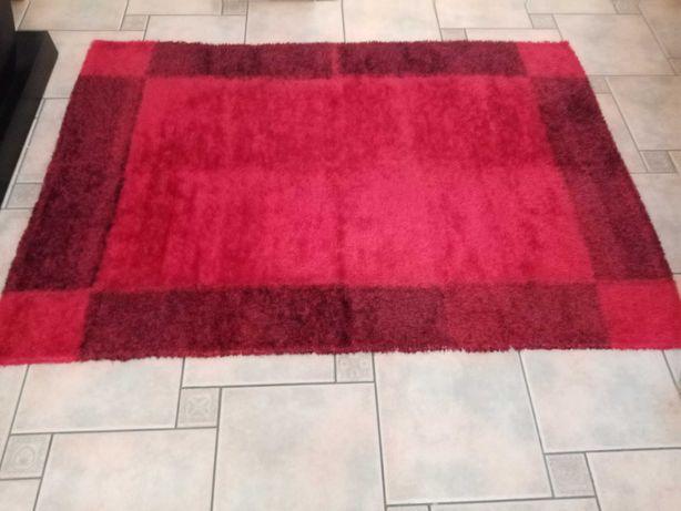 Carpete vermelha praticamente nova
