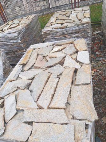 Kamień naturalny gnejs mały szary z brokatem ,, na dziko''