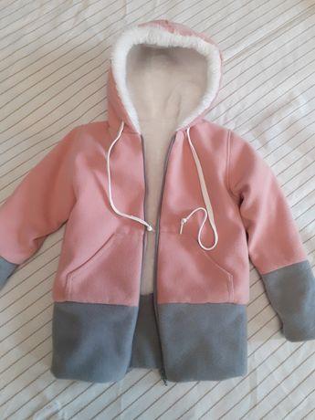 Куртка зимняя на девочку 4-5 лет.